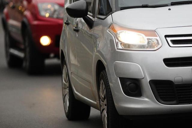 Justiça permite multar motoristas por farol desligado em rodovias sinalizadas Carlos Macedo/Agencia RBS