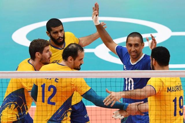 Brasil vence Argentina e vai à semifinal no vôlei masculino Eric FEFERBERG / AFP/afp