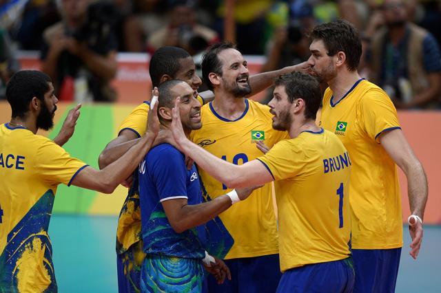 É OURO! Brasil vence Itália e é campeão no vôlei masculino Juan Mabromata / AFP/AFP
