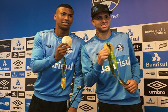 Após promessa de reajuste, Luan e Walace ainda não receberam aumento salarial do Grêmio Paula Menezes/