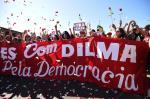 Grupos contrários ao impeachment ocupam Esplanada dos Ministérios