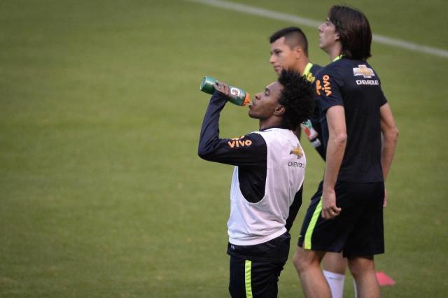 No primeiro treino da Era Tite, Geromel aparece entre os titulares da Seleção Brasileira Pedro Martins / MoWA Press/Divulgação