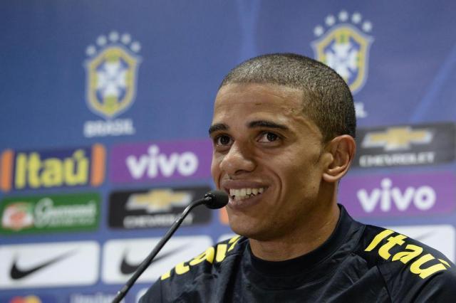 Douglas Costa é cortado, e Taison é convocado por Tite Pedro Martins/Mowa Press