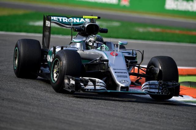 Nico Rosberg larga na frente no Grande Prêmio de Cingapura Andrej Isakovic/AFP