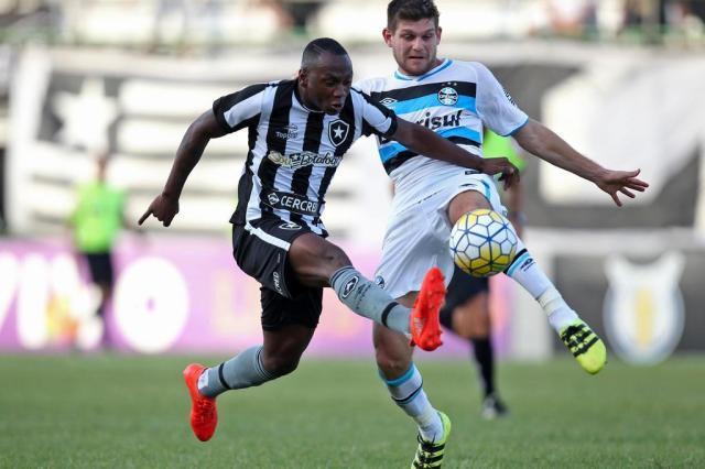 Sassá acumula polêmicas e perde espaço no Botafogo Vitor Silva/SSPress/Botafogo
