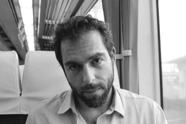 """Daniel Galera examina impasses de sua própria geração no romance """"Meia-noite e vinte"""" Taís Cardoso/Divulgação"""