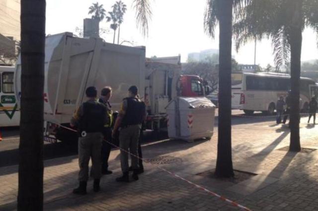 """Morador de rua fica ferido ao ser """"recolhido"""" por caminhão de lixo em Porto Alegre Paulo Rocha/Rádio Gaúcha"""