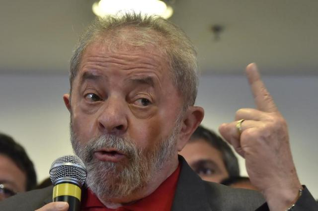 """Defesa de Lula diz que Moro e procuradores """"formam um time"""" NELSON ALMEIDA/AFP"""