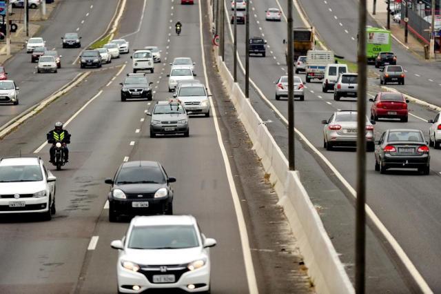 Justiça mantém suspensão de multa por farol desligado em rodovias Carlos Macedo/Agencia RBS