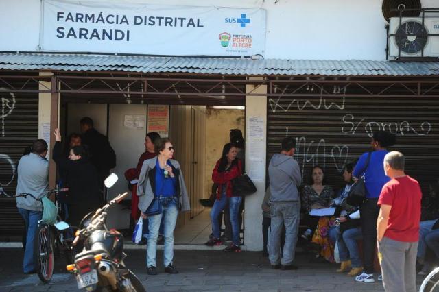 Usuários enfrentam dificuldades para retirar medicamentos na Farmácia Distrital Sarandi, em Porto Alegre Bruno Alencastro/Agencia RBS