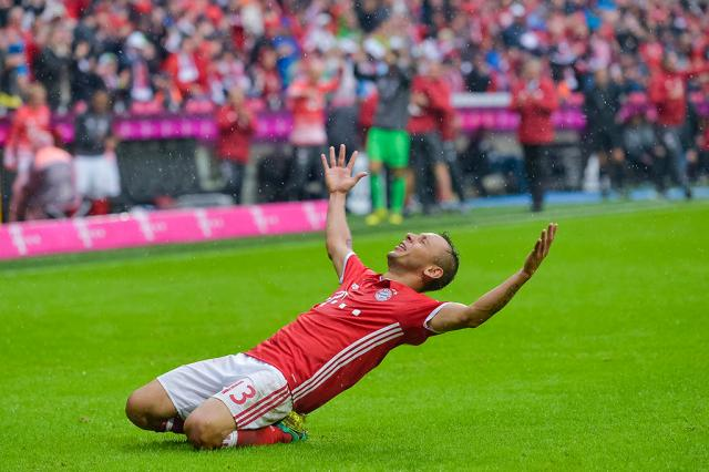 Bayern vira contra o Ingolstadt e mantém 100% no Alemão Guenter Schifmann / AFP/AFP