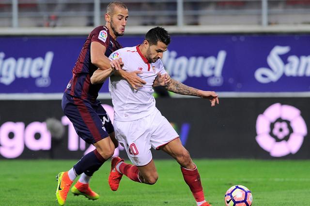 Com dois jogadores expulsos, Eibar segura empate com o Sevilla Ander Gillenea / AFP/AFP