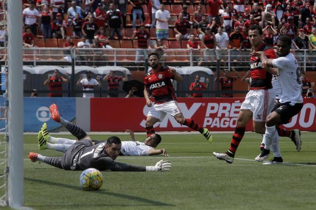 Com esquema modificado, Figueirense perde para o Flamengo DANIEL VORLEY/AGIF/ESTADÃO CONTEÚDO