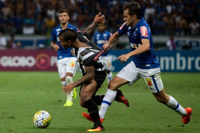 Cruzeiro e Atlético-MG empatam por 1 a 1 no Mineirão Fernando Michel / Lancepress/Lancepress