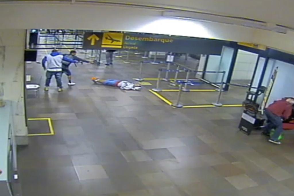 Resultado de imagem para ASSASSINATO NO AEROPORTO