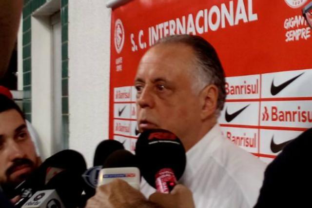 Após derrota para o América-MG, Fernando Carvalho garante permanência de Roth no Inter André Silva / Agência RBS/Agência RBS