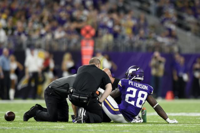 Lesão no joelho tira Peterson de ação por pelo menos três meses Hannah Foslien / Getty Images/AFP/Getty Images/AFP