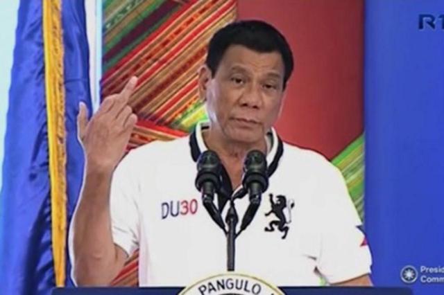 Presidente filipino mostra dedo médio para a União Europeia Reprodução/ABS-CBN