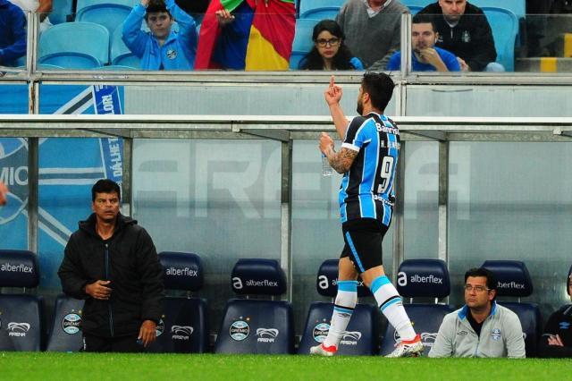Por gesto obsceno, Henrique Almeida é suspenso por dois jogos Félix Zucco/Agencia RBS