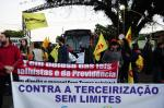 Manifestantes fazem protestos e bloqueiam garagens de ônibus em Porto Alegre por três horas