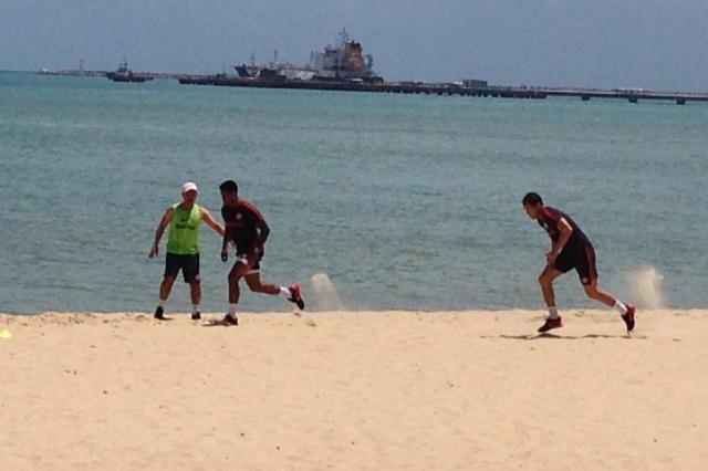 Fora da Copa do Brasil, Anselmo e Lomba fazem treino físico em praia de Fortaleza André Silva / Agência RBS/Agência RBS