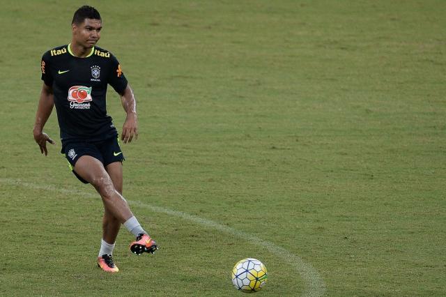 Com uma fissura no pé, Casemiro para por até dois meses e desfalcará a Seleção nas Eliminatórias Pedro Martins / MowaPress/MowaPress