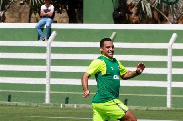 Campeão da Sul-Americana com o Inter rescinde com Goiás e pode deixar futebol Divulgação/Goiás