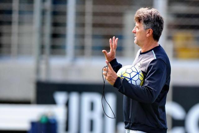Renato diz que Henrique Almeida pode se redimir com torcida marcando gols Fernando Gomes/Agencia RBS