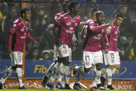 Com atual vice-campeão da América, primeira fase da Libertadores inicia nesta segunda (EITAN ABRAMOVICH/AFP)