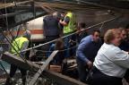 Trem colide contra estação de New Jersey, mata ao menos uma pessoa e deixa mais de cem feridas (PANCHO BERNASCONI/AFP)