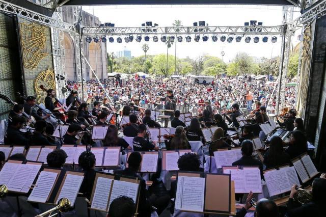 Em domingo ensolarado, milhares se reúnem para assistir à abertura daFesta Nacional da Música 2016 Mateus Bruxel/Agencia RBS