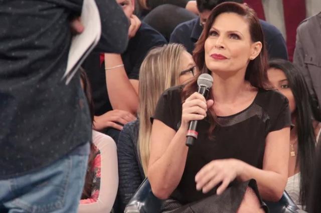 """Sexóloga do Altas Horas bloqueou mensagens privadas em rede social após receber diversos """"nudes"""" Marcos Mazini / TV Globo / Divulgação/TV Globo / Divulgação"""