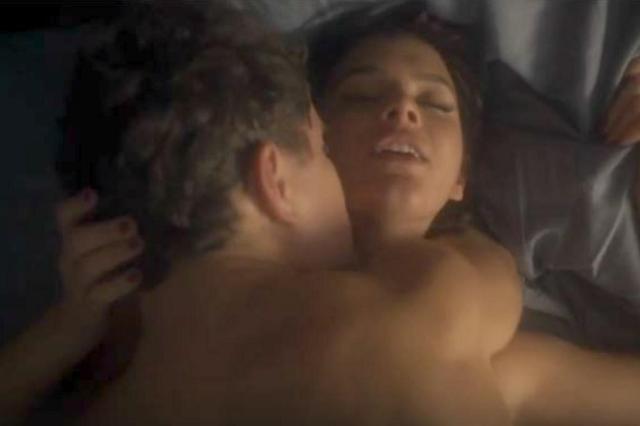 Cena de Bruna Marquezine nua que vazou na internet já está disponível no Globo Play TV Globo/Reprodução