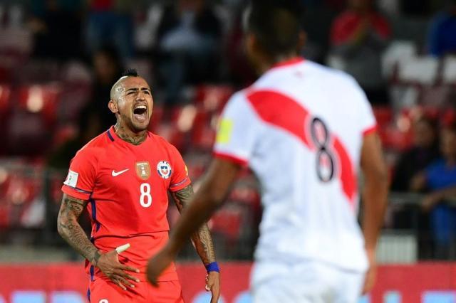Chile vence o Peru com dois gols de Vidal Martin Bernetti/AFP