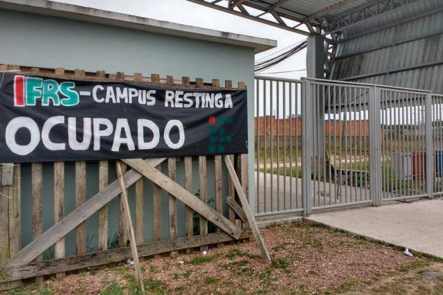 Estudantes ocupam Instituto Federal na Restinga contra PEC 241 e reforma do Ensino Médio Eduardo Rosa/Agencia RBS