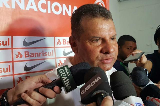 """""""Tivemos uma derrota amarga, em uma situação duvidosa"""", diz Celso Roth Rodrigo Oliveira / Agência RBS/Agência RBS"""