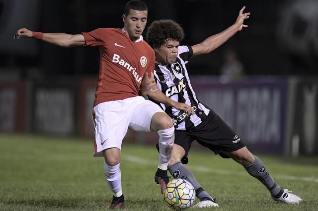 Celso Roth não terá William contra o Flamengo Jorge Rodrigues/Eleven/Lancepress