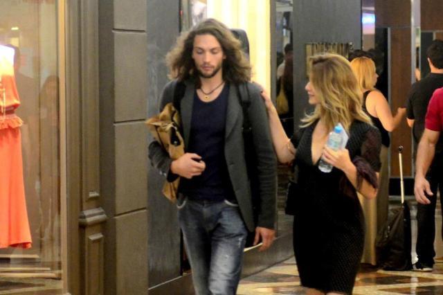 Letícia Spiller é flagrada de mãos dadas com novo namorado AgNews/AgNews