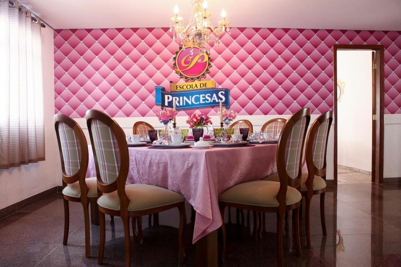 Escola de Princesas ensina etiqueta e tarefas domésticas a meninas Divulgação/Escola de princesas