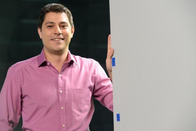 Evaristo faz dancinha pra celebrar a sexta. Confira outros momentos hilários do apresentador nas redes Zé Paulo Cardeal/TV Globo/Divulgação