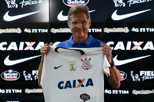 Doze anos depois e já sob pressão, Oswaldo de Oliveira é apresentado no Corinthians Reprodução / Twitter Corinthians/Twitter Corinthians