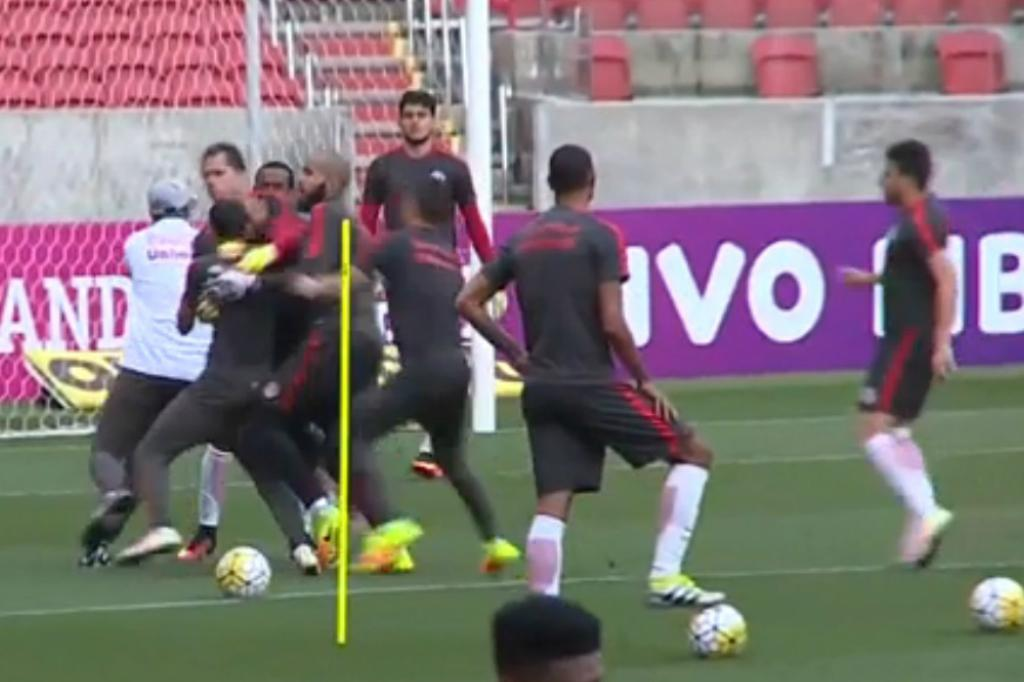Anderson e William brigam em treino do Inter no Beira-Rio Reprodução/ESPN/