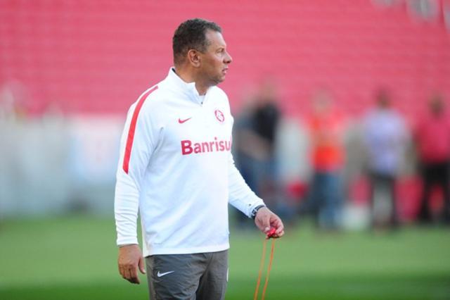 Celso Roth apostará em Geferson na lateral diante do Flamengo Ricardo Duarte / Inter, Divulgação/Inter, Divulgação
