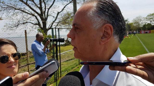 """Carvalho sobre briga entre Anderson e William: """"Não vamos fazer disso uma tragédia"""" Rodrigo Oliveira/Gaúcha"""