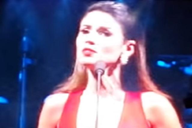 Paula Fernandes deixaAndrea Bocelli cantando sozinho em show em São Paulo Reprodução/