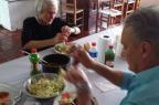 Tite mata a saudade da comida da mãe em Caxias do Sul e come arroz, feijão, carne moída e repolho Arquivo pessoal/Divulgação