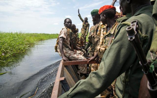 Pelo menos 56 rebeldes morrem em confrontos com o exército no Sudão do Sul CHARLES ATIKI LOMODONG / AFP/AFP