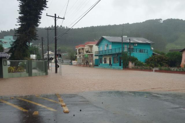 Forte chuva causa estragos em cidades da Serra Gaúcha Bombeiros Voluntários de Bom Princípio / Divulgação/Divulgação