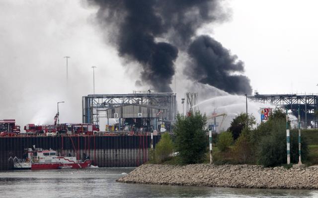 Bombeiros buscam desaparecidos após explosão em fábrica na Alemanha DANIEL ROLAND / AFP/AFP