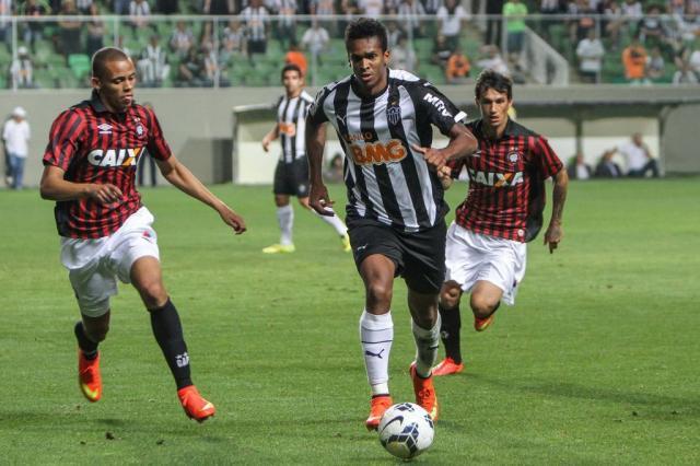 Liberado de clube chinês, Jô negocia retorno ao Corinthians Bruno Cantini/Flickr Atlético-MG